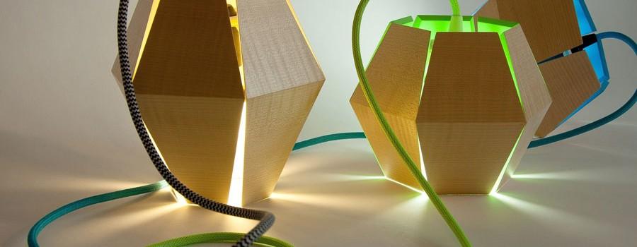 Lampe en bois, réalisée durant la formation collégiale technique en métiers d'art, option ébénisterie artisanale, à l'École d'ébénisterie d'art de Montréal.