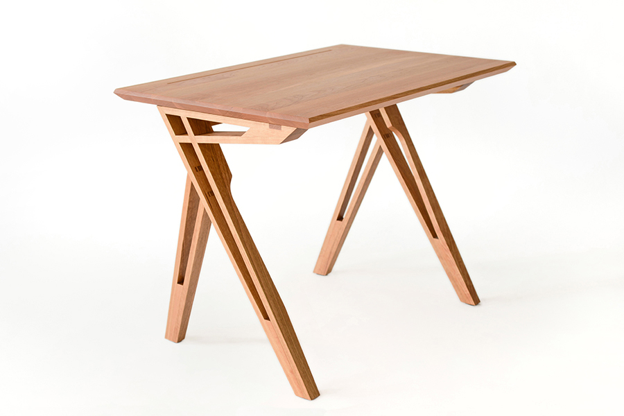 Meuble en bois, réalisé durant la formation collégiale technique en métiers d'art, option ébénisterie artisanale, à l'École d'ébénisterie d'art de Montréal.